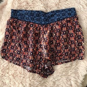 Patterned flowy shorts